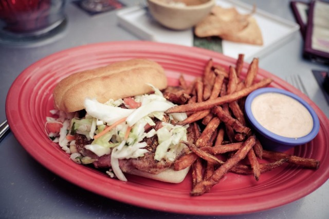 Hula's Island Grill - tuna sandwich